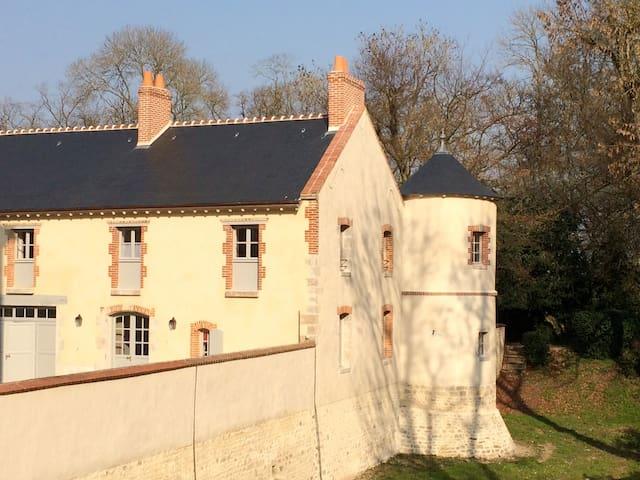 """""""La Tourelle"""" - Oison - Casa"""