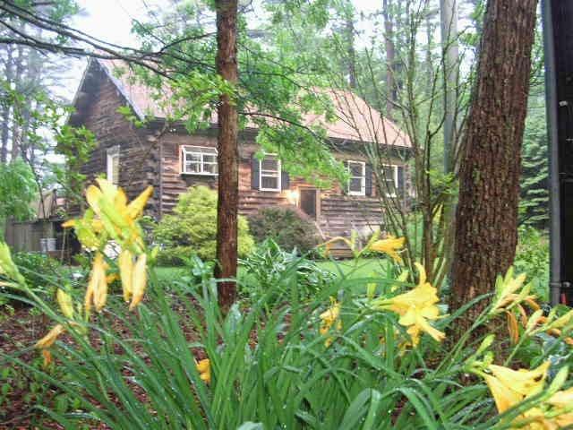 Traditional Log House Near Cape Cod - 普利茅斯 - 獨棟