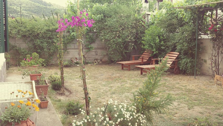 lovely little apartment for two! - Ballao - Apartament