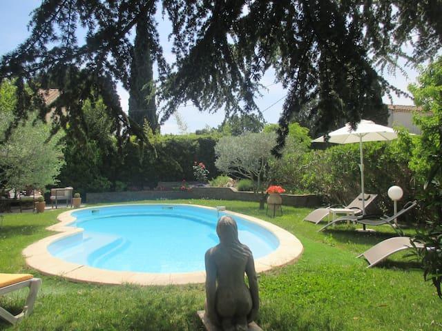 Chambre, petit déjeuner,idéal festival d'Avignon - Avignon - Villa