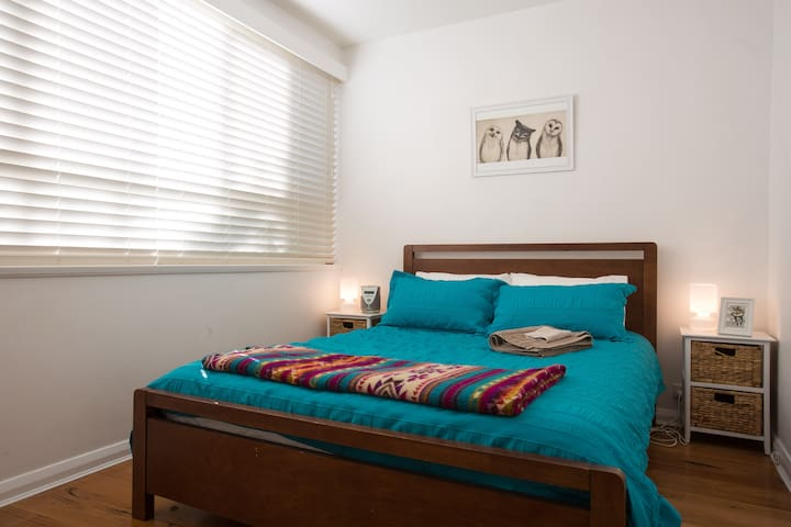 Cute apartment close to the action - Thornbury