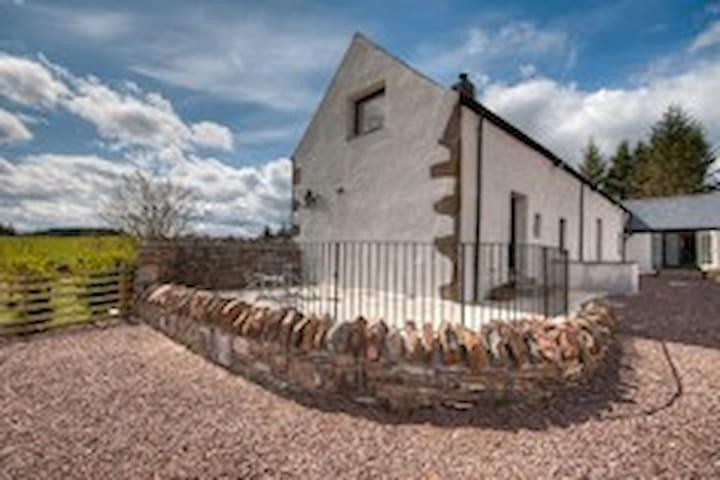 Romantic studio + spiral staircase - Inverness