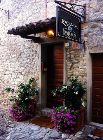 La Locanda Del Borgo - Torrechiara - Torrechiara - Гестхаус