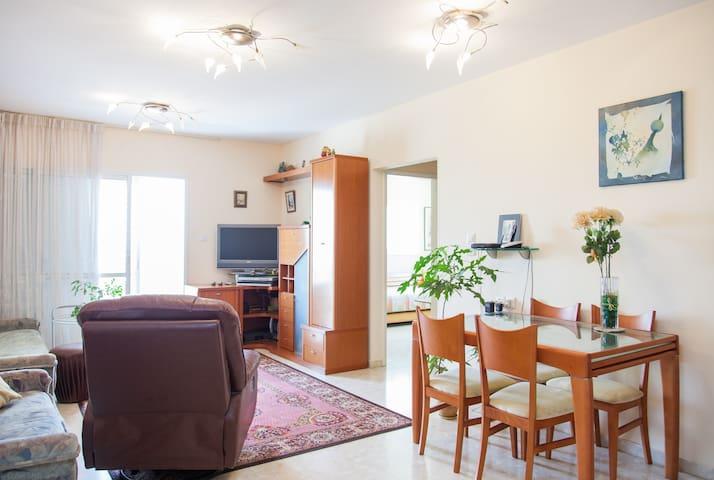 Short Period cozy room+free parking - 內坦亞 - 公寓