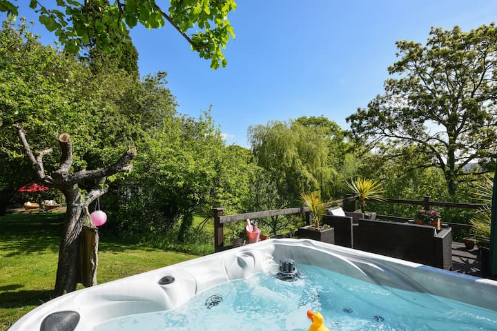 Charming Barn Apartment + Hot Tub - Blackham - Appartement