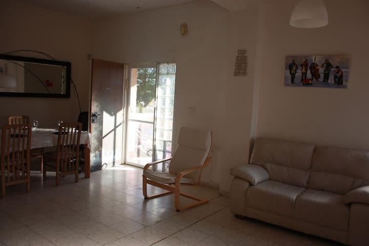 Maison chaleureuse et spacieuse - Hemed - Casa