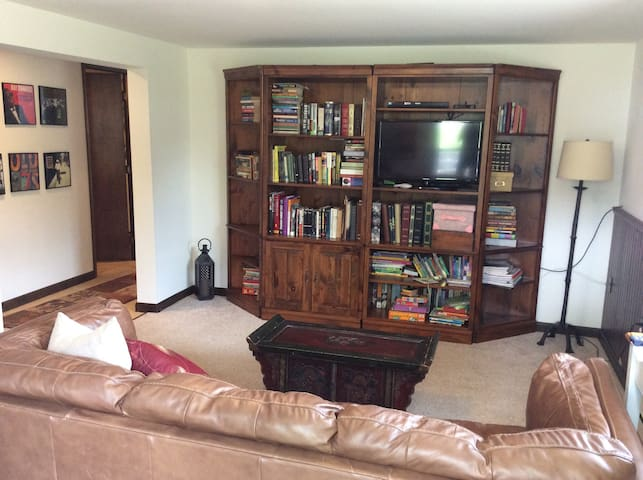 Guest Suite-Private Entrance- Close to PSU - State College