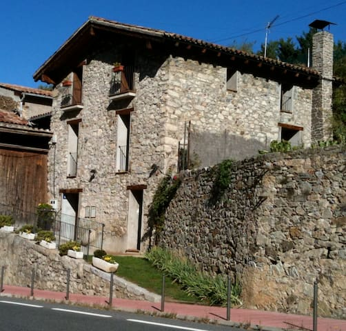 House in the Cerdanya in front of the river Segre - Martinet - Casa