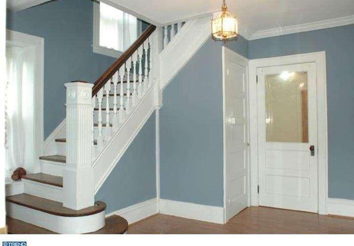 Spacious Stone Colonial home - Ambler - Maison
