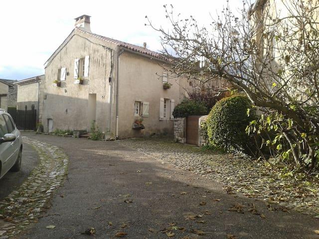 maison de vacances parking herbagé rare à Charroux - Charroux - Casa