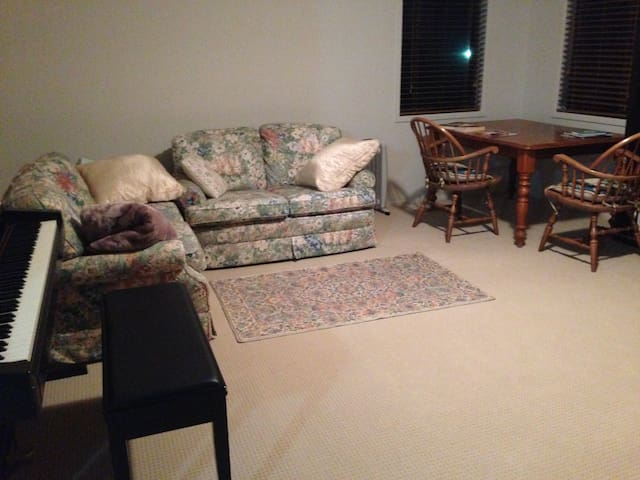 Spacious bedroom 1 guest/couple - Kellyville - Hus