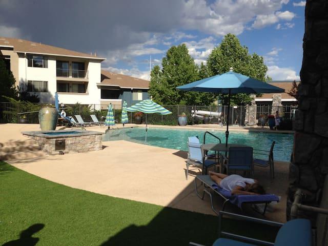Modern, bright two-bed apt + cat - Prescott Valley