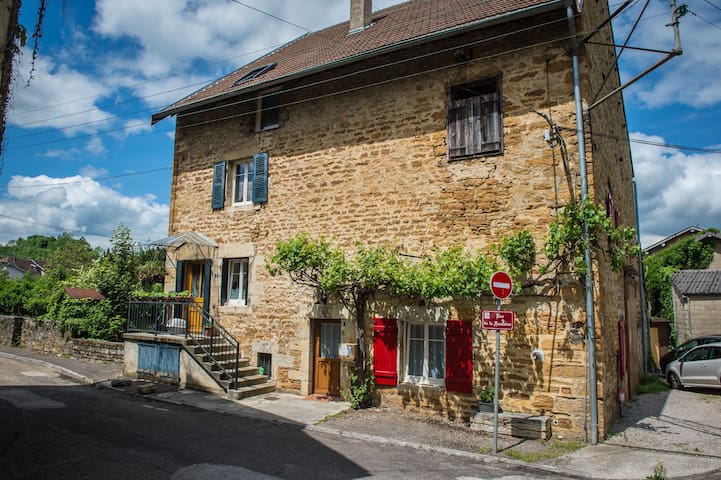 Apartment in old wine house parking/garden - Arbois - Hus