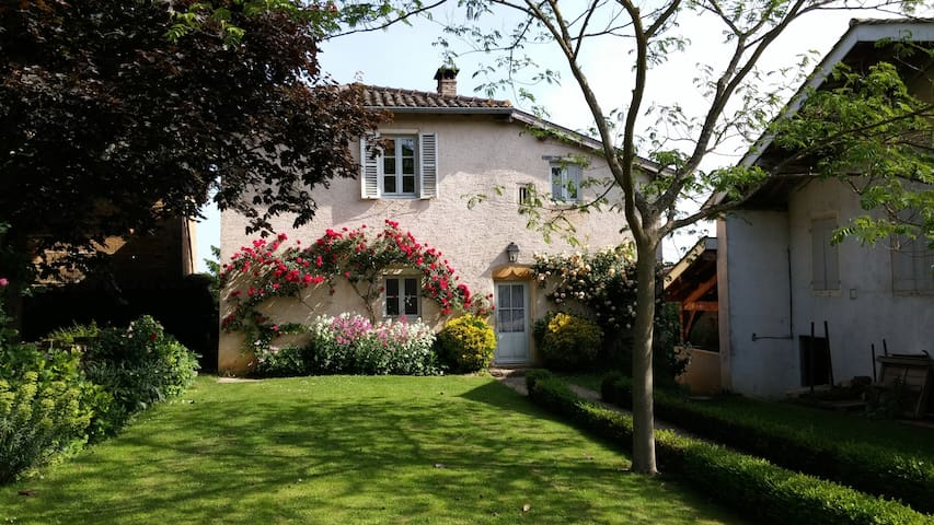 Charming house on Beaujolais - Chaneins
