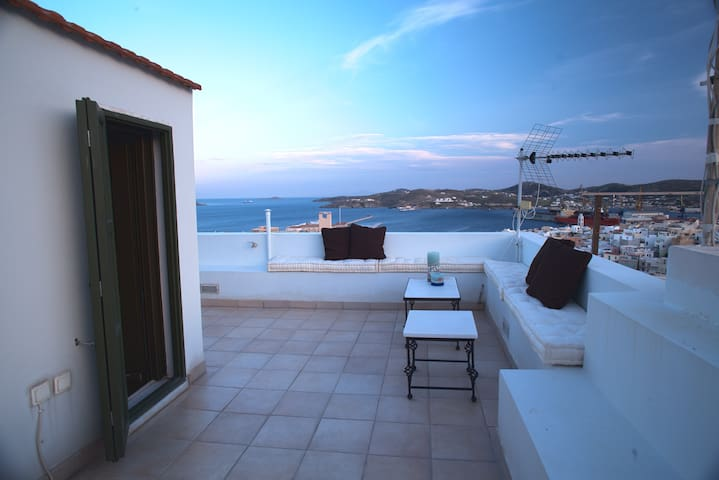 Sophisticated Classy Town House - Ermoupoli - Dom