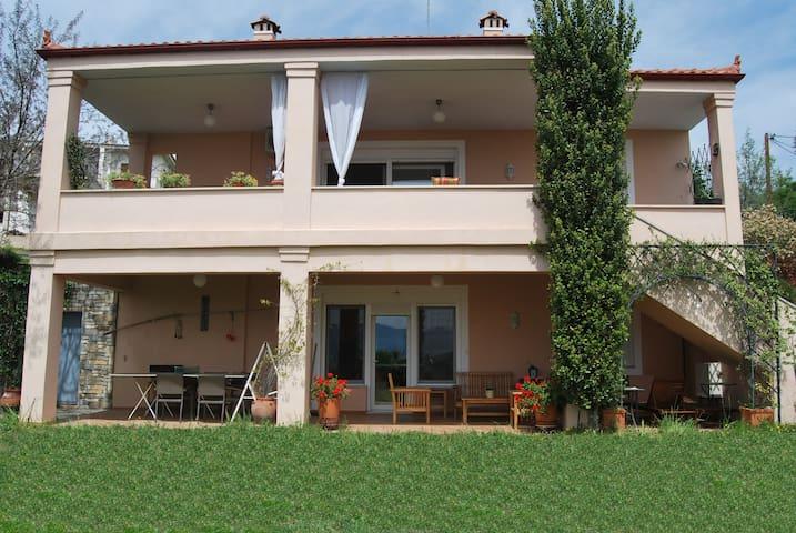 Two-floor 4-bedroom villa in Raches - Raches - Villa