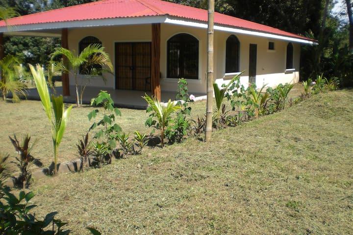 LARGE HOME NEAR BEACHES AND CURU PARK-Very Private - Paquera - Ev