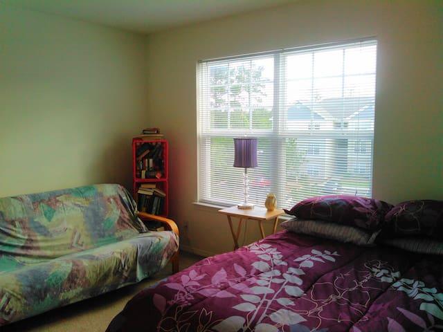 Quiet Bedroom & Dedicated Full Bathroom - Leland - Wohnung