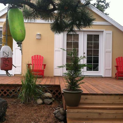 Columbia Cove Cottage (beachside) - シーサイド - 一軒家