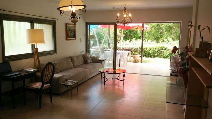 Country style home near the beach - Herzliya - Huis