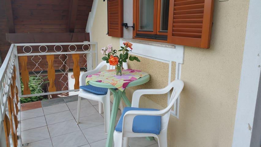 Zimmer mit Küche + Balkon - Judendorf-Straßengel - Maison