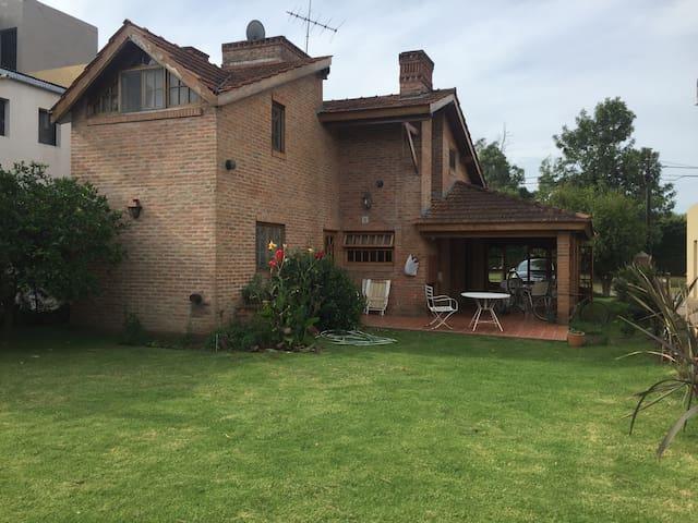 Country Club banco Provincia Bs As - Francisco Alvarez - Maison