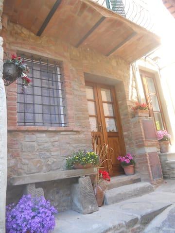 Casa medievale per le tue vacanze - Chianni