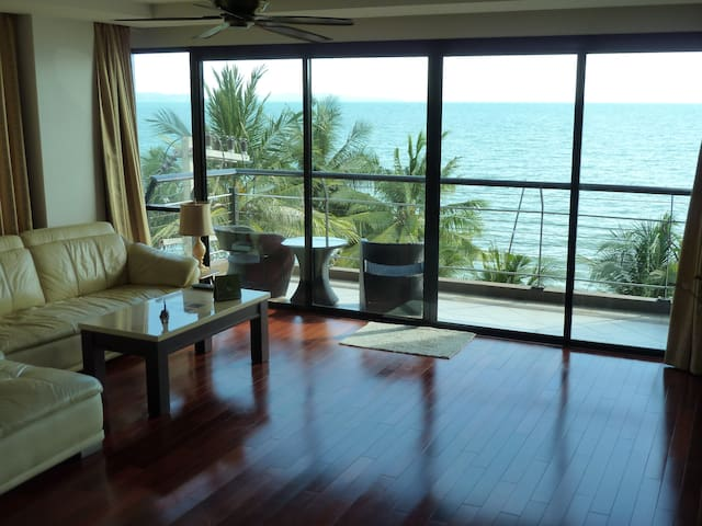 2BR 140sqm Beachfront Chauffeur Car Pool Sea View - Pattaya