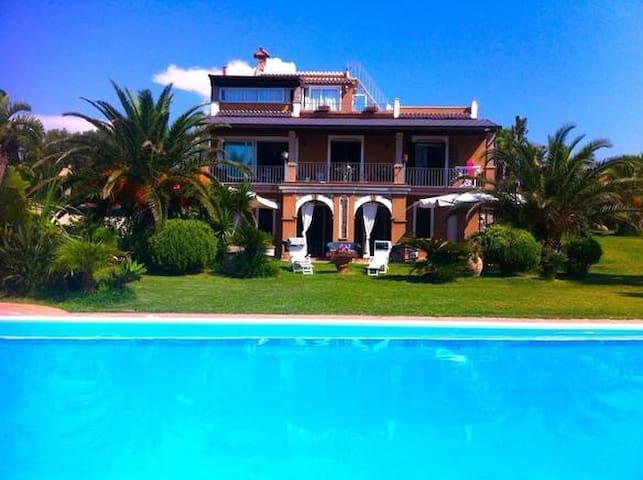 Villa la Torrita - Apartm. Azzurro - Ricadi - Huoneisto