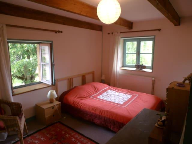 2 chambres calmes, sdb privative - Matour - Hus