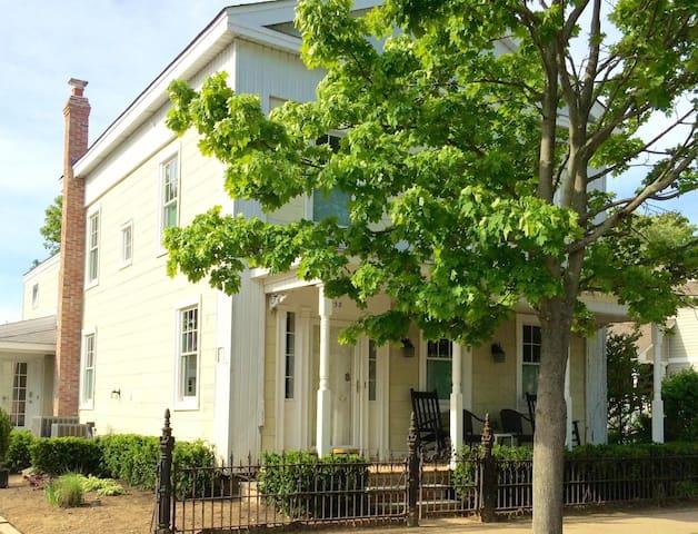 Georgeous 1849 8 room ground floor apt - グリーンポート - アパート