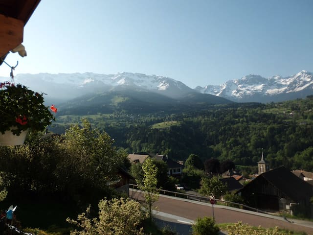 Mountain home with stunning views - Les Adrets - Hus