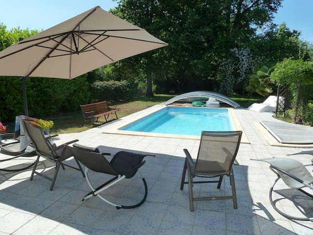 maison cosy, grand jardin + piscine - Pessac - Huis