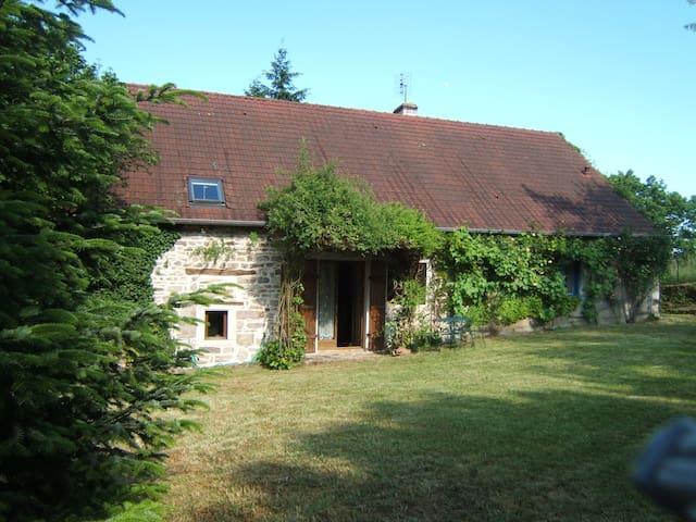 Gîte en Bourgogne sud - Sigy-le-Châtel - Huis