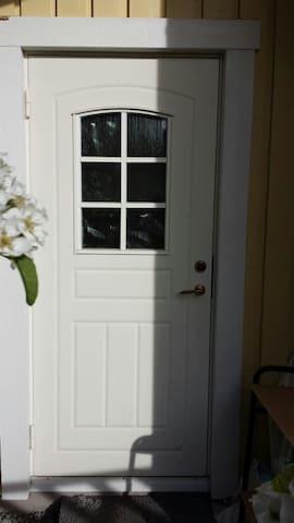 Sunny room with own entrance - Estocolmo