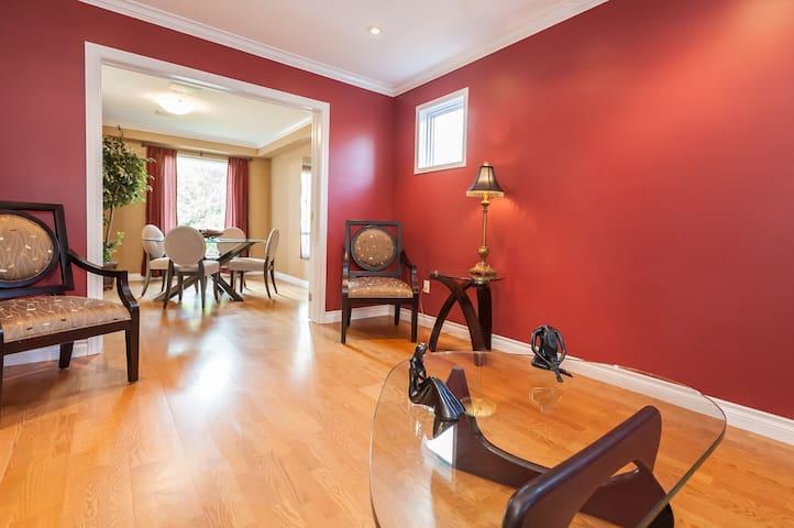 Private RoomA+Bath perfect location - Mississauga