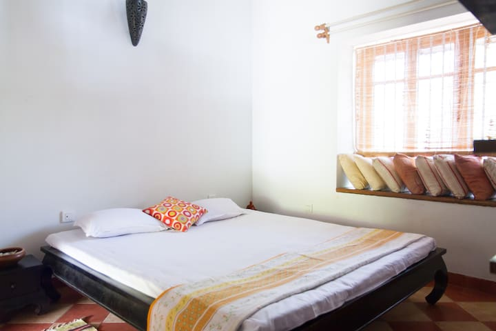 Master Room in Villa just off Main Rd - North Goa - Bed & Breakfast