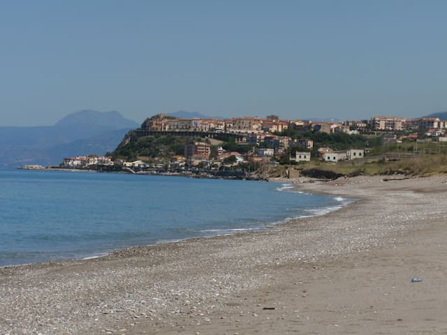 On the beach in undiscovered Italy - San Lucido - Huoneisto