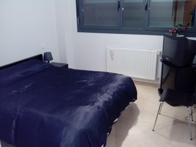 Habitación en casa compartida con el dueño - Alcorcón - Hus