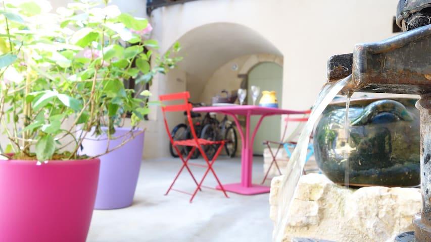 Très bel appt. dans joli village - Saint-Victor-la-Coste - Wohnung