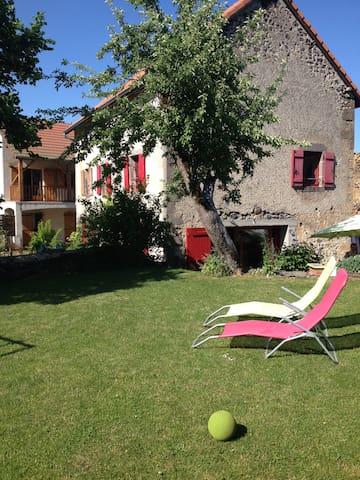 Belle maison à coté de Vulcania - Saint-Ours - Hus