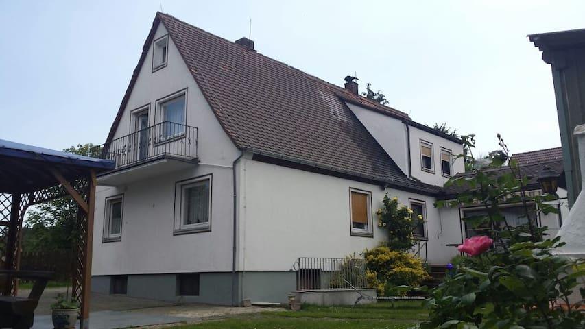 DHH / Semi-detached house + Garden - Nürnberg - Hus