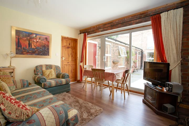 Holiday cottage in pretty village - Stockton on the Forest - Appartement