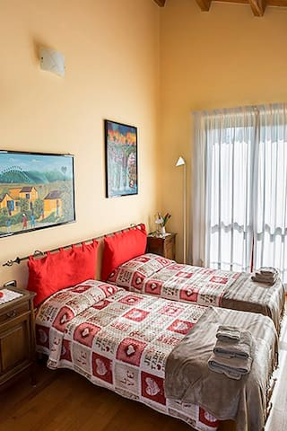 B&B Milù, Camera Tulipano - cuneo - Bed & Breakfast