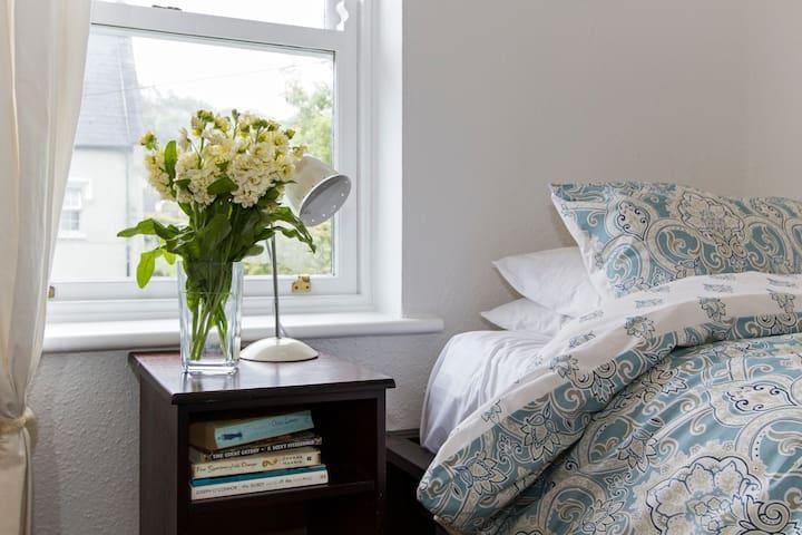 Cosy single bed in town - Westport - Ev