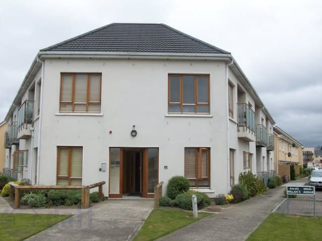Cosy double bedroom and breakfast - Ongar Green, Clonee, Dublin 15