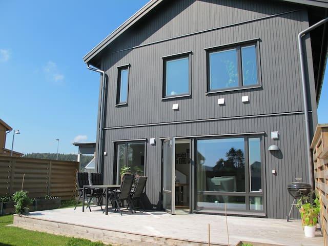 Villa på Bärnstensvägen - Kungsbacka - Talo
