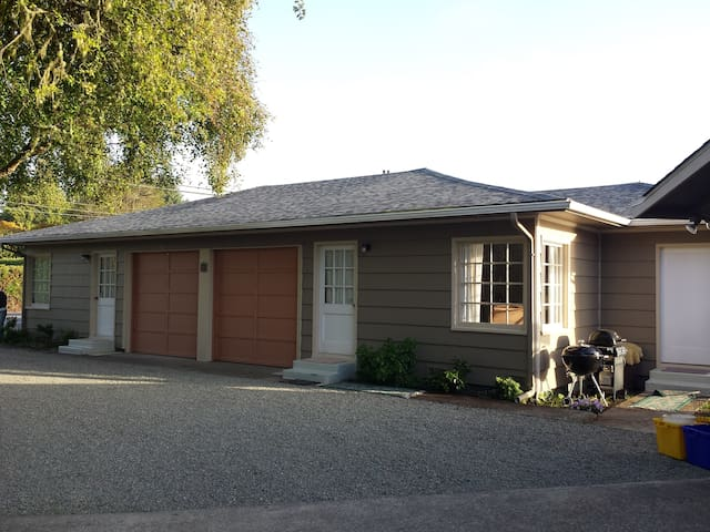 Bay Cove Cottage A - Coos Bay - Appartement