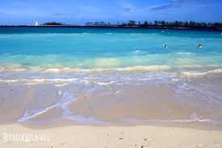 Kozy Krib 5 min walk to Bahamas fun - Nassau - Wohnung