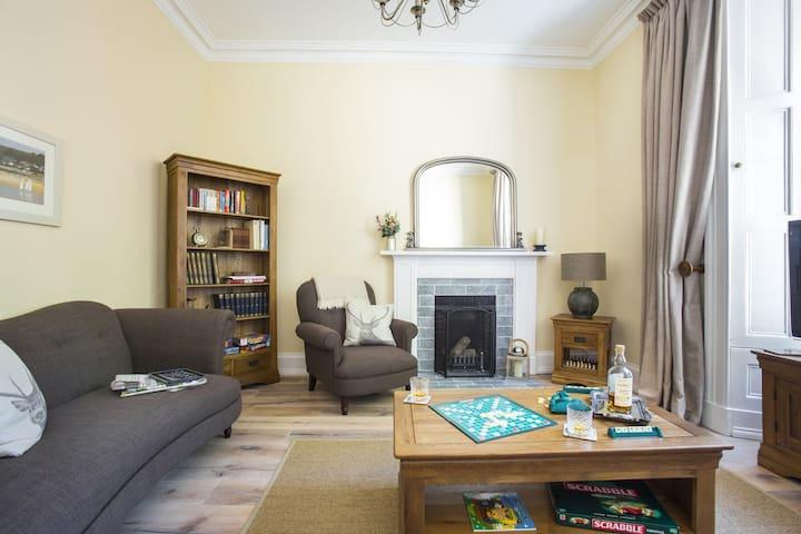 Luxury Two Bedroom Seaside Getaway - North Berwick